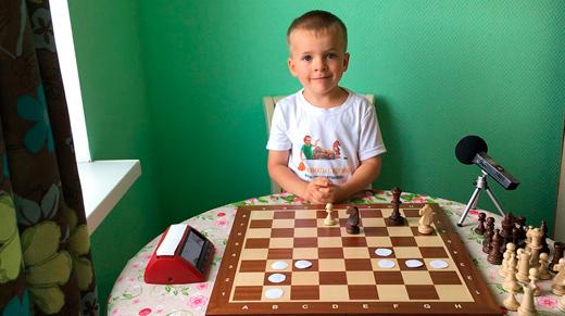 Жорик (Георгий Борисов) играет в шахматы видео